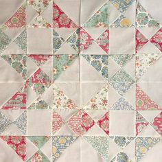Here are my first 4 blocks for the #snippetsqal being hosted by @thebaconandmegssews A quick and easy pattern was just what I needed right now in between some more involved projects #tildabumblebee #ilovetilda #tildafabric