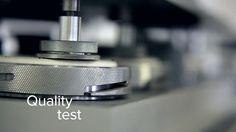 Natuzzi è la certezza di un acquisto certificato dagli standard ISO 14001 per il rispetto dell'ambiente e ISO 9001 per la qualità. Inoltre, l'azienda si è dotata di un codice etico, rispettato anche dai suoi fornitori, che tutela il lavoro e le persone.