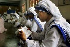 Suore Missionarie della Carità in preghiera dopo la strage in Yemen