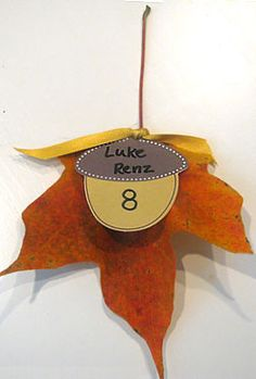 Do it in the shape of a shell or whatever would fit in with the theme. Cala lily shape even. Diy Wedding Day, Space Wedding, Autumn Wedding, Rustic Wedding, Wedding Ideas, Wedding Table Assignments, Felt Tip Markers, Renz, Unique Cards