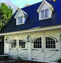A beautiful antique carriage house on the property of The Charlotte Inn, a Relais & Chateaux property on Martha's Vineyard. Bungalow Style House, Bungalow Homes, Bungalow House Plans, Garage House, House Doors, Carriage Garage Doors, Carriage House Plans, Porch House Plans, Best House Plans