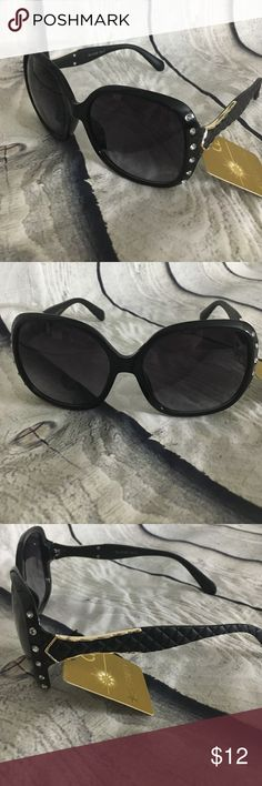 Classic Oversize Retro Frame Rhinestone Sunglasses 🕶 These sunglasses have a classic oversized frame with 6 rhinestone accents. The sides of the frame have a retro feel to them. Very chic and trendy, fashion sunglasses. unbranded Accessories Sunglasses