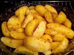 Pieczone ziemniaki jeszcze w piekarniku