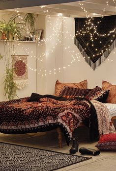 love this room shown at UO! especially the fairy lights. #UOoncampus #UOcontest