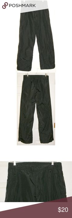 """Avian Lined Snow Ski Pants Pullover Outerwear Unisex: Womens M/Mens S Snow Pants / Ski Pants Waterproof / Athletic Wear Outer leg seams zip all the way from waist to hem & have a placket that closes w Velcro over the zippers At the ankles the interior lining is gathered to keep out snow & cold Front zipper & Velcro closure at waist Back elastic waistband Upper half of interior lining is mesh 2 front zippered pockets waist 17"""" unstretched Inseam 29"""" Hips 23"""" Outside leg seam length 42"""" Shell…"""