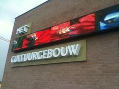 Aluminium gevelletters in combinatie met een video wall Broadway Shows, Letters, Letter, Lettering, Calligraphy