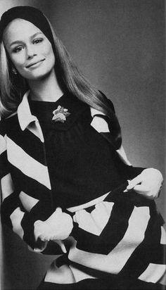 Lauren Hutton by Richard Avedon, Vogue US, November 1966 Top Models, San Antonio, 1960s Fashion, Vintage Fashion, Richard Avedon Photos, New York Times, Jean Shrimpton, Lauren Hutton, Vogue Us