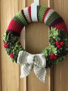 Charming Christmas Wearth Decoration For Your Door. Below are the Christmas Wearth Decoration For Your Door. This article about Christmas Wearth Decoration For Your Door was posted Crochet Christmas Wreath, Crochet Wreath, Crochet Christmas Decorations, Crochet Decoration, Christmas Crochet Patterns, Holiday Crochet, Xmas Wreaths, Christmas Flowers, Christmas Knitting
