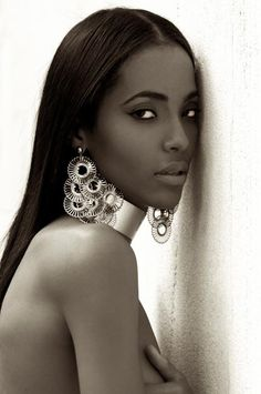 Stunning...Pose against wall beautiful Black woman. Love the jewellery accent. She looks like a Cleopatra statue. Photography by Talles Bourges