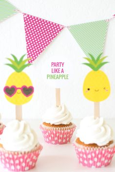 'Party like a Pineapple' Party Ideas + FREE printables Tropical Cupcakes, Pina Colada Cupcakes, Pineapple Cupcakes, Cute Pineapple, Pineapple Ideas, Summer Parties, Summer Kids, Party Printables, Free Printables