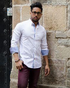 blanco y burdeos con detalles en azul... http://www.aragaza.com/