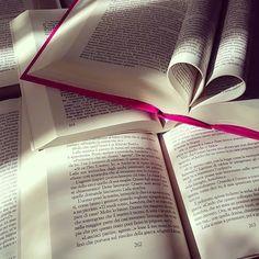 È meglio stare da soli piuttosto che con qualcuno che non condivida la tua passione per la lettura. Gabrielle Zevin  Buon #sanvalentino amanti dei libri e della lettura!  #leggere #libri #amoleggere #libriovunque #lettura #book #books #booklover #bookstagram #bookworm #booknerd #bookish #bookheart #instalove #love #sanvalentino #happyvalentinesday #instalike #instagood