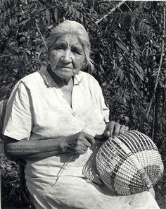 Native American Art- Cherokee Basket Making Cherokee History, Native American Cherokee, Native American Baskets, Cherokee Woman, Cherokee Nation, Native American Beauty, Native American Photos, Native American Tribes, Native American History
