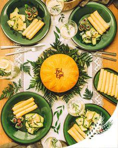 Sur une table inspirée de ses origines des Pays de la Loire, Fol Epi se décline avec cette recette verdoyante de rolls de courgettes au Fol Epi Caractère, roquette et tomates séchées. Bon appétit !