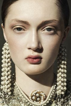 Berlin based photographer Kerstin Jacobsen produced a personal series, the subject is secretive and oriental. We can see Kerstin's signature style really come into Portrait Photography, Fashion Photography, Face Reference, Looks Cool, Belle Photo, Beautiful People, Hair Makeup, Make Up, Jewels