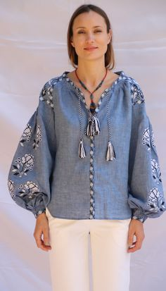 Beautiful embroidered quality linen, bohemian folk blouse Please understand that this item is not mass produced, they are made to order. Although we can custom make any color and or style, they are ea Folk Fashion, Kimono Fashion, Fashion 2017, Cute Fashion, Fashion Models, Fashion Outfits, White Embroidered Dress, White Embroidery, Bohemian Costume