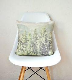 淡いカラーの林のランドスケーププリント。  お部屋に奥行きがうまれますね。