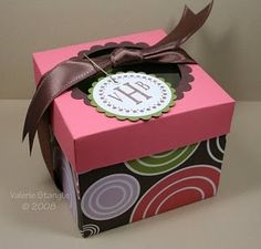 How special it would be to receive a cupcake in a box as gorgeous as this!