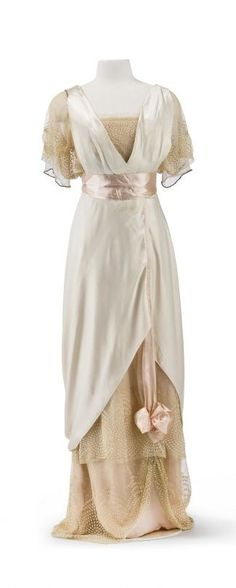 Image result for afternoon dress 1916. The white part as baseline for my overdress but extend the length so it has a train.