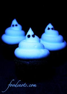 Glow in the Dark Frosting Recipe.  The secret ingredient that causes it to glow is tonic water.  Instructions for White Glow in the Dark Frosting & Green Glowing Frosting.