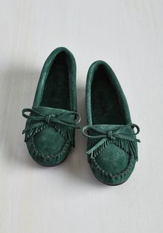 Fundamental Footwork Flat in Basil. You cant go wrong when you slip into these pine green moccasins by Minnetonka! #green #modcloth