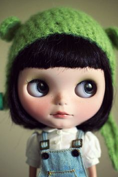 Blythe with green hat