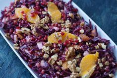 Recipe for a red cabbage salad with oranges and pomegranate. The salad is very healthy, filling and rich on vitamin A and C. Red Cabbage Salad, Orange Salad, Danish Cuisine, Vegetarian Recepies, Vegetarian Food, Pomegranate Recipes, Food Inspiration, Christmas Inspiration, Food And Drink
