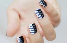 Diseños de uñas juveniles de moda, disenos uñas juveniles con rayas.  Follow! #uñasbonitas #nailart #uñasdiscretas
