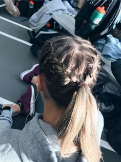 72 Easy And Cute Back To School Hairstyles You Must Try Easy Hairstyles cute Easy hairideas hairschoo Hairstyles School Cute Braided Hairstyles, Easy Hairstyles For Long Hair, Cute School Hairstyles, Softball Hairstyles, Cute Sporty Hairstyles, Running Hairstyles, Wedding Hairstyles, Teenage Hairstyles, Hairstyles Videos