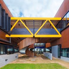 System/Material : Archclad Interlocking Express Panels In 0.7mm Corten.  Architect/Image   @sixdegreesarchitects #archclad #cladding #corten #rust  #rustic ...