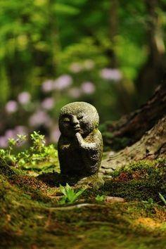 Mizuko Kuyo : rite funéraire japonais à la mémoire des fœtus/ | Les Roches qui Dansent
