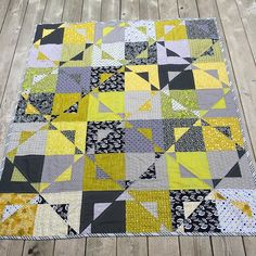 I finished my Magic Star quilt today. Such a fun pattern!! I hope everyone is having a wonderful Friday!#rivergirlquilts #sewmystash2017 #magicstarsquilt #aneelahoey