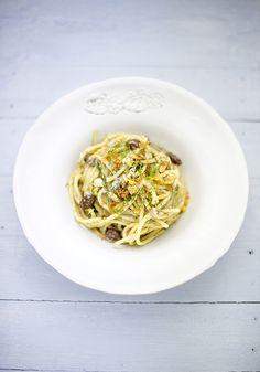 Spaghettoni con alici e finocchietto selvatico www.pane-burro.blogspot.it