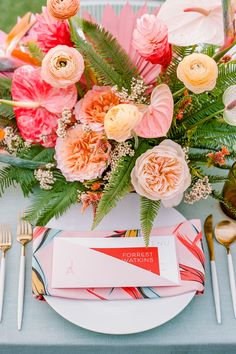 """From the editorial """"Transport Yourself to Paradise With This 3 Day Tropical Bash at Mauna Kea on the Big Island of Hawaii!"""" This adorable affair did not lack color in the least! 😍 Head to SMP for the full gallery of delightful details! 