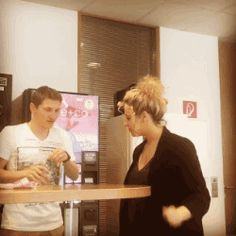 gifsboom:  Wanna see a magic trick? [video]