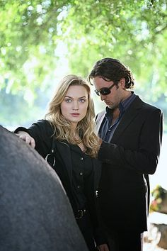 Sophia Myles and Alex O'Loughlin in Moonlight-Alex is much better in this show then Hawaii 5-0
