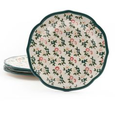 This gorgeously decorative, scallop shaped Four-Pack Fall Flowers Salad Plate Set by the Pioneer Woman is sure to make an impression on all your guests. An ideal addition for any meal of your choice.