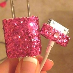 Never lose it again! DIY glitter iPhone charger :) A girl has got to have some glitter! Mod-podge, glitter, mix, paint in on anything you can think of, and let dry. Cute Crafts, Crafts To Do, Arts And Crafts, Diy Crafts, Creative Crafts, Creative Ideas, Diy Glitter, Glitter Charger, I Love Diy