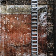Red Wall by Kunst Images, via Flickr