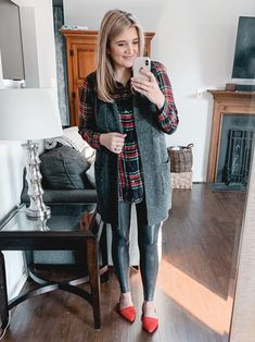 From athletic looks to dressier options, you'll find over twenty spanx faux leather leggings outfits for fall and winter! Legging Outfits, Black Leggings Outfit, Best Leggings, Leggings Fashion, Women's Leggings, Sweatpants Outfit, Cheap Leggings, Winter Leggings, Shiny Leggings