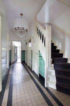 Jaren30woningen.nl | Stijlvolle hal van een jaren 30 woning