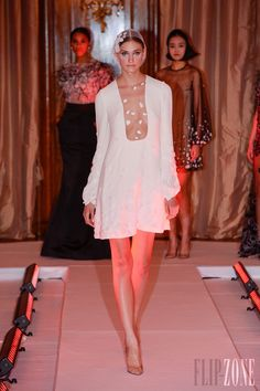 Yulia Yanina - Couture - Spring-summer 2013 - http://www.flip-zone.net/fashion/couture-1/independant-designers/yulia-yanina - ©PixelFormula