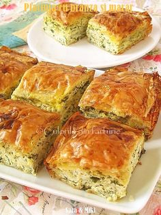 Placinta cu branza este cea mai cunoscuta. Fie ca este dulce sau sarata este la fel de buna. Aceasta este o placinta sarata cu mult marar proaspat. Low Carb Recipes, Cooking Recipes, Rome Food, Eastern European Recipes, Greek Cooking, Romanian Food, Romanian Recipes, Pastry And Bakery, Food Inspiration