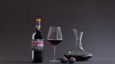 ALBORE DOGC Chianti classico  Di colore rosso rubino, con una certa complessità al naso. Ha un nucleo denso di frutta con note di viola, mammola, giaggiolo e spezie. Complesso, sapido ed elegante, di corpo ben bilanciato, con tannini morbidi e ottima acidità. Un vino di eccellente bevibilità.