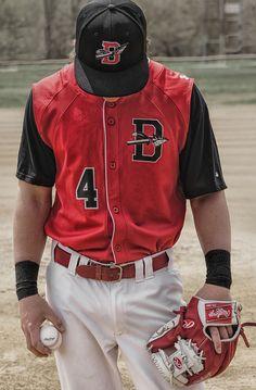 #senior #guy #pose #sports #baseball #bat #team - photo inspiration - Senior Pictures Gallery - ©Jessica Clark-McDowell