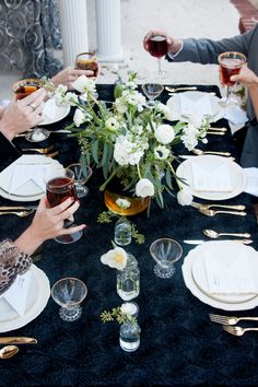 I love the stable setting here. The black table cloth really makes the white and gold pop!