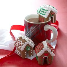 I am going to try making tiny gingerbread houses for my coffee mug this year, it's such a cute idea! Aff
