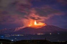 L'Etna torna a dare spettacolo: le foto - Focus.it