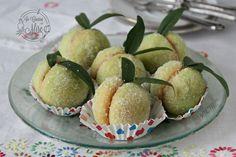 Pesche al limoncello di Calabria, sono dolci dal sapore delizioso che piacciono a tutti, se volete cimentarvi, qui trovate la ricetta per come farle.