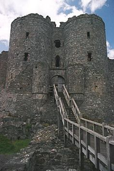 Edward I built a series of castles in Wales including Beaumaris, Caernarfon, Caerphilly, Conwy and Harlech